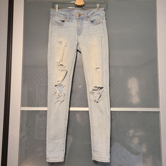 Ripped American eagle light skinny wash jeans